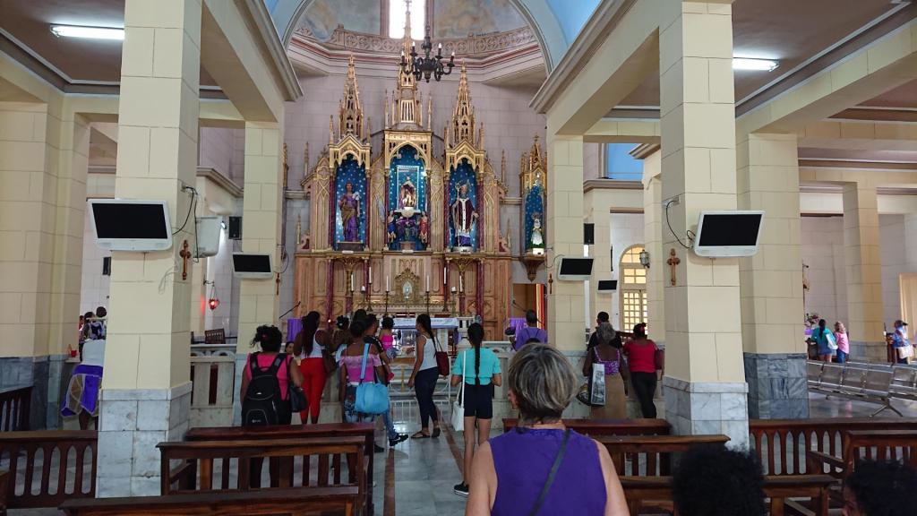 San Lazaro-kyrkja i utkanten av Havanna, dit både katolikkar og dei som dyrker santería valfarter i tusental. For dei sistnemnde er San Lazaro søskenbarnet til orishaen Babalú Ayé, han som helbreder.