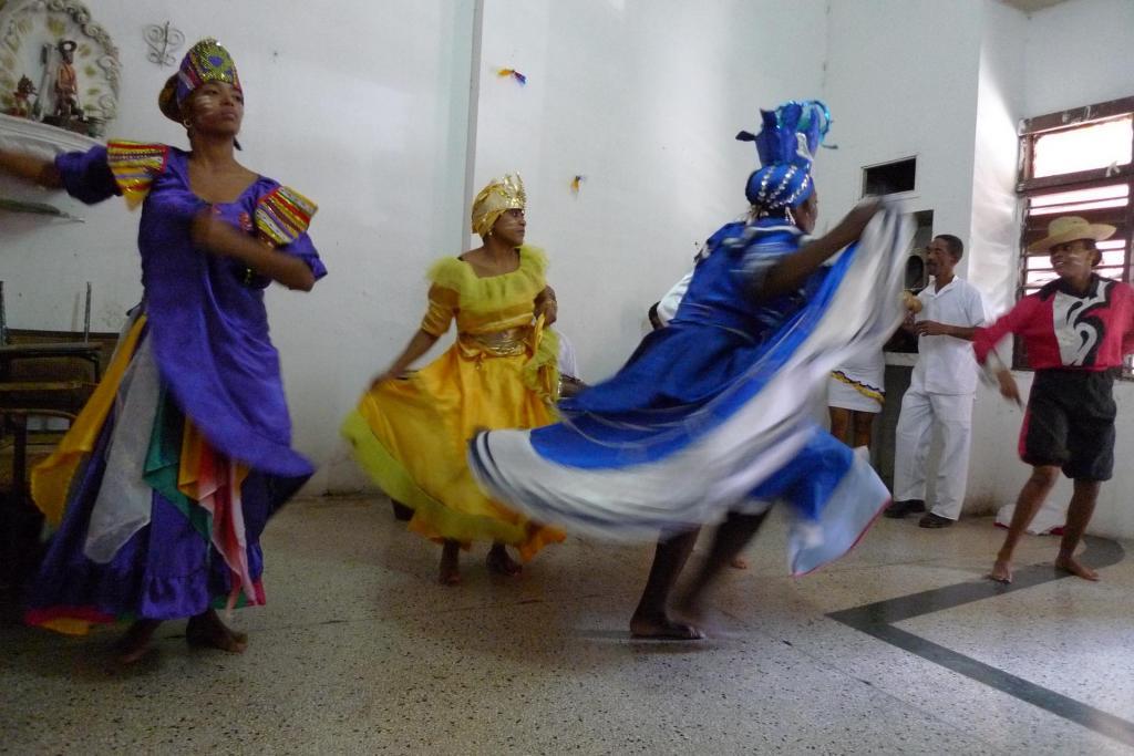 Vennene i dansegruppa Cuatro Vientos i Havanna øver.